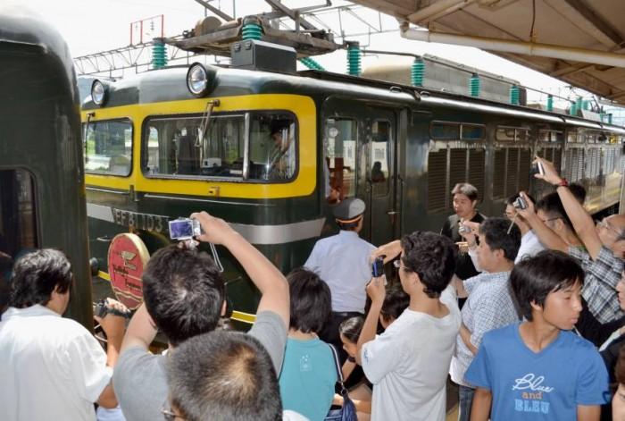 Beautiful Train Story Ruined by Train Otaku(s)